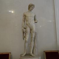 Зал Геракла. Статуя Аполлона.