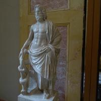 Зал Геракла. Статуя Асклепия.