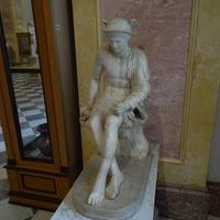 Зал Геракла. Статуя Гермеса.