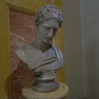 Зал Геракла. Голова Артемиды.
