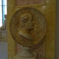 Зал Геракла. Диск с портретом Эсхина.