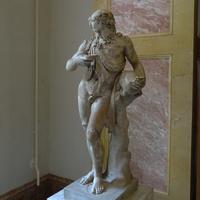 Зал Геракла. Статуя пьяного Силена.