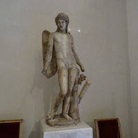 Зал Геракла. Статуя Эрота - бога любви.