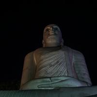 Будда на холме над городом