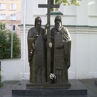 Памятник у Мироносицкой церкви
