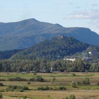 Вид на гору и Хустский замок