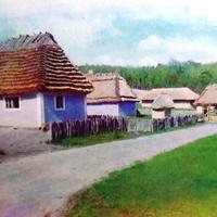 Музей народной архитектуры и быта Украины.Фрагмент улицы старого села на Подолье.Фото 1977 года.Автор Р.Якименко.