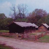 Музей народной архитектуры и быта Украины .Усадьба-дворище с Ровенщины.Фото 1977 года.Автор Р.Якименко.
