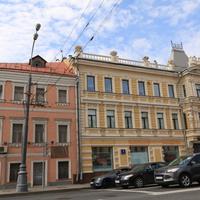 Дом (слева) управление по ЦАО Департамента жилищной политики и жилищного фонда Москвы