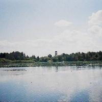 Озеро Святое Евлевское у деревни Евлево. Вдали колокольня Николо-Ялминского храма. Август 2005г.