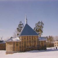 Строящийся храм иконы Богоматери Нечаянная Радость в посёлке Радовицкий. Март 1999г.