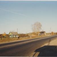 В деревне Новосидоровской на автобусной остановке. 1997г.