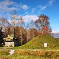 Монумент с танком возле Ружан.