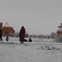 Перед школой в Скородном.