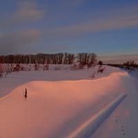 Розово-сиреневый колорит заката в Скородном.