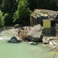 Берег реки Аше у водопада Шапсуг около аула Калеж