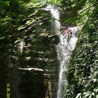 На одном из каскадов водопада Шапсуг на реке Бекишей, притока реки Аше у аула Калеж