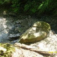 У подножия каскадов водопада Шапсуг на реке Бекишей, притока реки Аше около аула Калеж