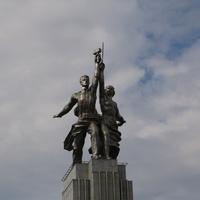 Скульптура Рабочий и Колхозница