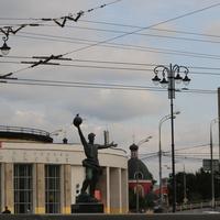 Памятник создателям первого спутника 1957 года (установлен в 1958 году)