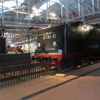Музей железных дорог России. Грузовой паровоз, год выпуска 1955. Спуск в ремонтную шахту