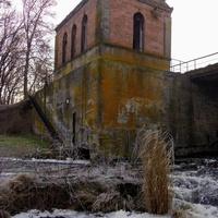 Колишня ГЕС в селі  Велика Яблунівка, побудована в 1953 році.