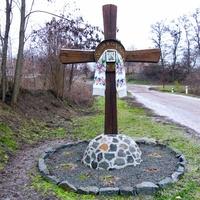 Придорожний хрест в Санжарисі.