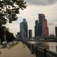 Набережная Тараса Шевченко с видом на Сити