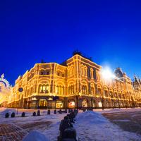 Нарядный новогодний ГУМ и  ажурные арки на Никольской улице