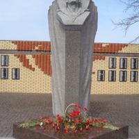 Памятник морякам Петергофского десанта в Кронштадте.