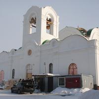 Востанавливаемая церковь Троицы Живоначальной.