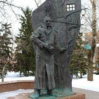 Курск. Памятник писателю Константину Воробьёву.