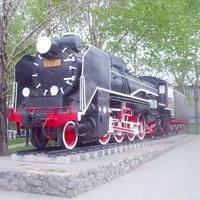 Паровоз-памятник D51-22 вблизи вокзала на станции Южно-Сахалинск.