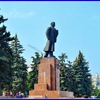 Челябинск. Памятник В.И.Ленину на площади Революции