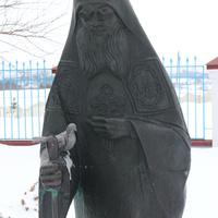 Покровка. Памятник отцу Григорию.