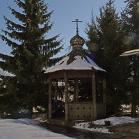 Беседка на территории Храма Архангела Михаила
