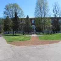 здание Лисинского лесного колледжа