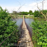 На реке Аксинец- канатный мост