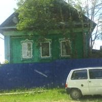 """Рядом с магазином """"Берёзка"""""""