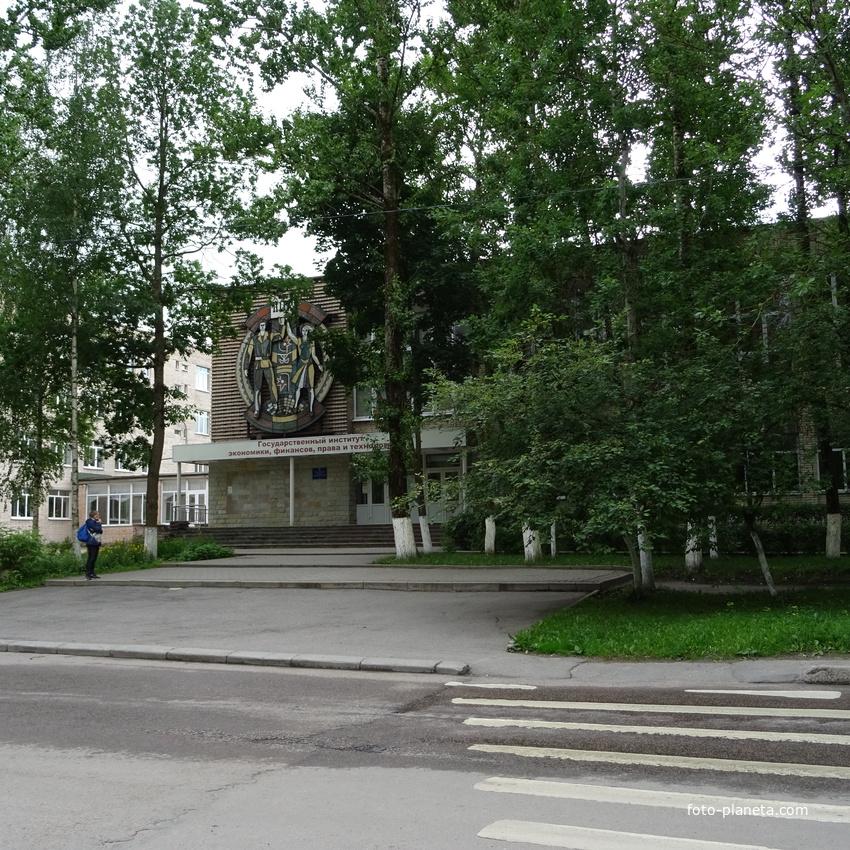 Государственный институт экономики, финансов, права и технологий (ГИЭФПТ)