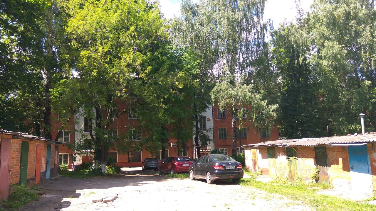 Во дворе, Большая Серпуховская улица | Подольск (Подольский район)