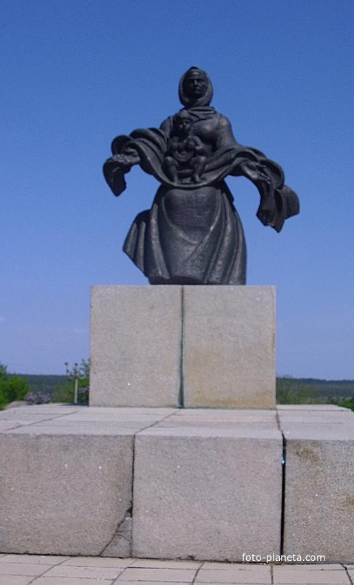 Пам'ятник односельцям, які загинули в роки Великої Вітчизняної війни, в с.Суботів