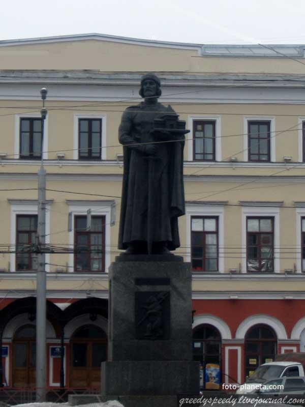 Памятник Ярославлю Мудрому