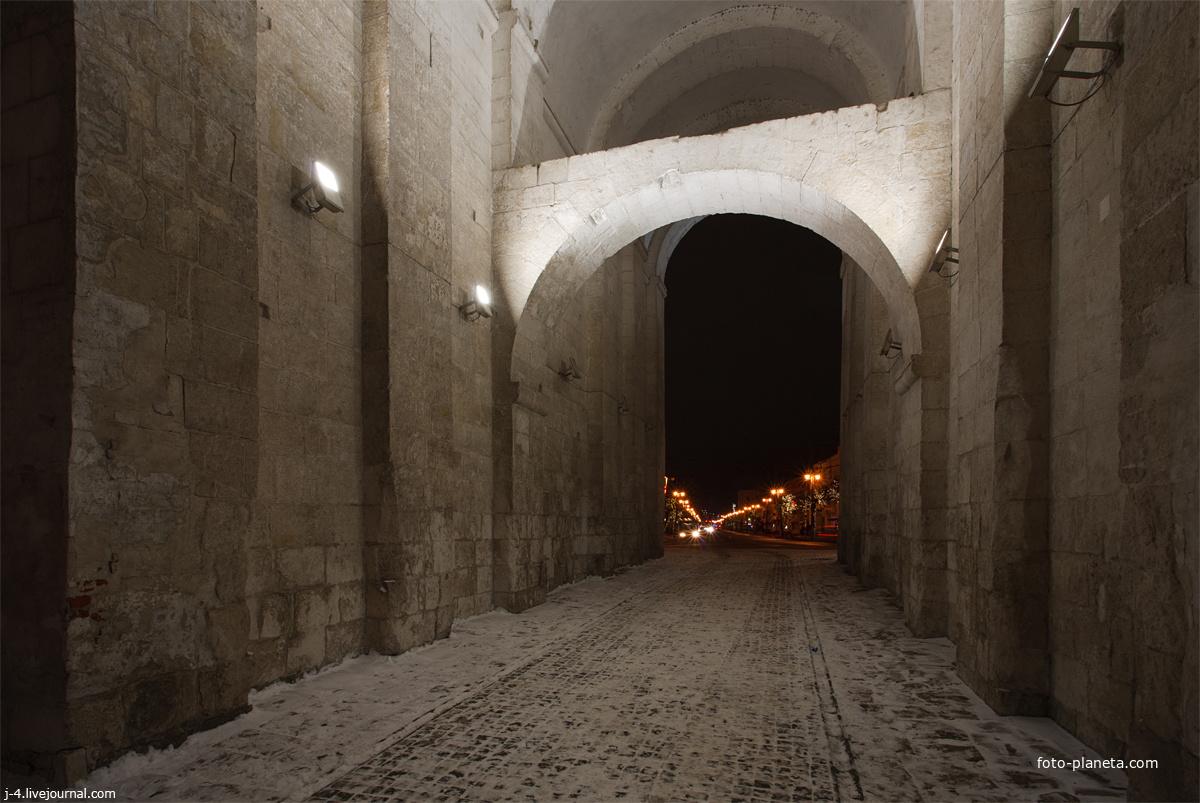 Переулок с аркой