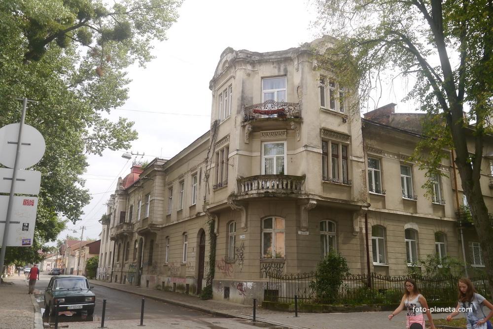 Жилой дом в городе