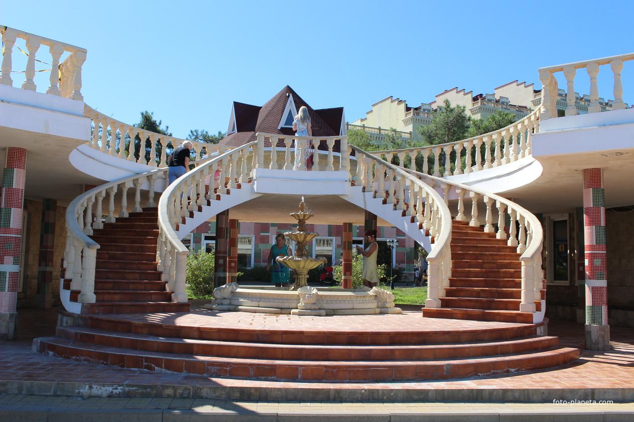 Лестница на центральной набережной.