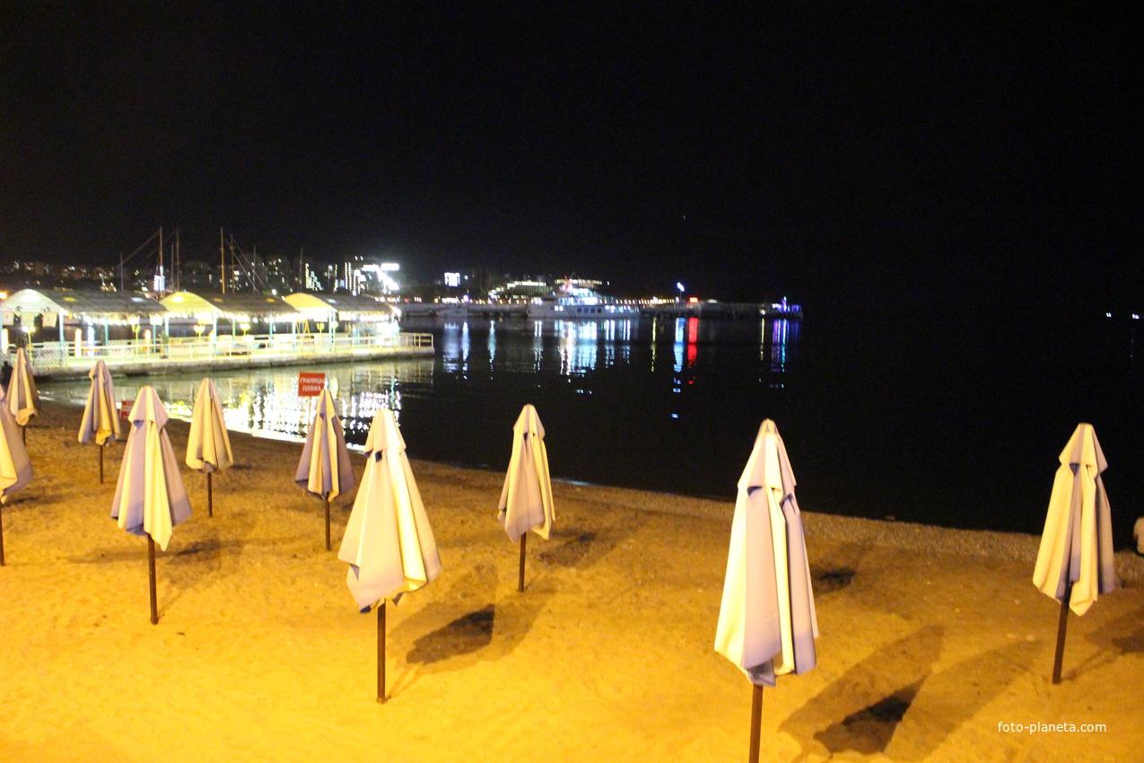 Ночной пляж.