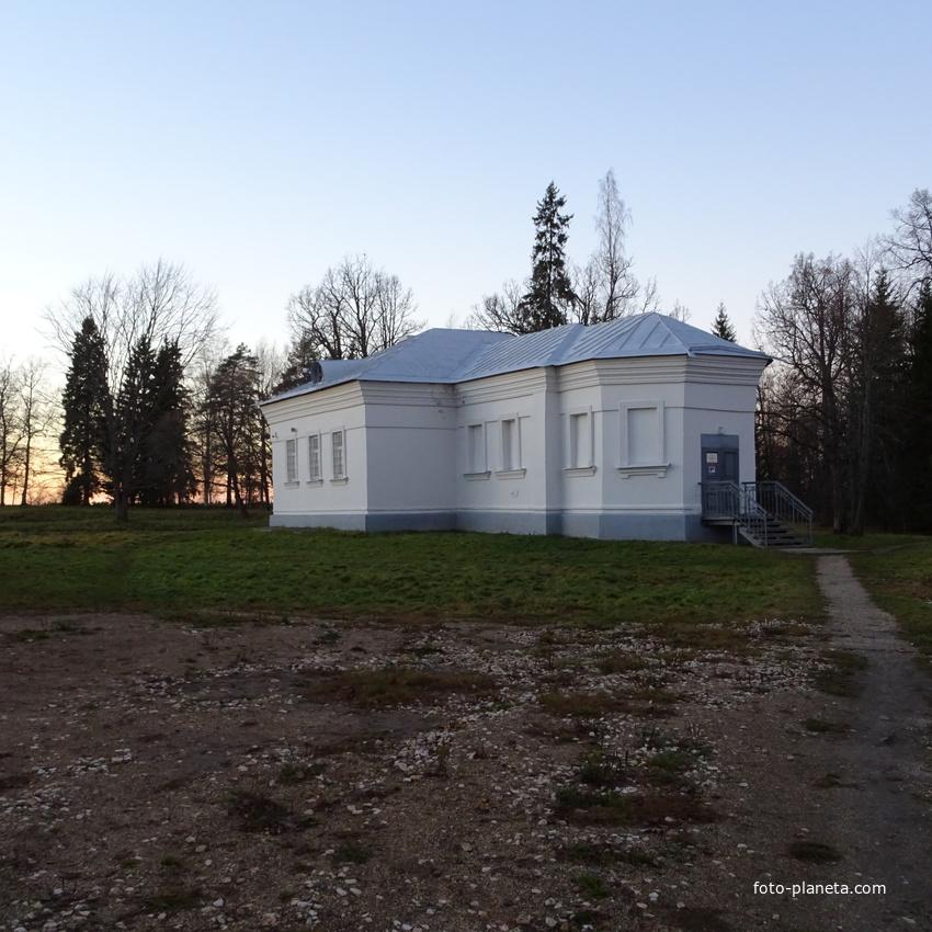 Кончанское-Суворовское. Церковь Александра Невского