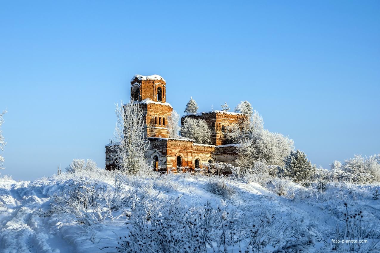 Церковь Димитрия Солунского в урочище Замедянцы Слободского района Кировской области