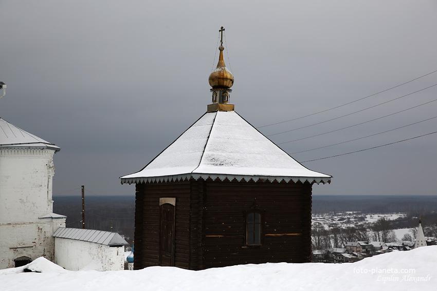 Часовня-памятник на месте Покровской церкви